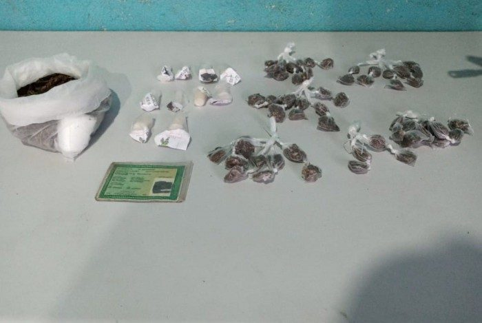 Material apreendido pela PM no bairro São Carlos, em Volta Redonda