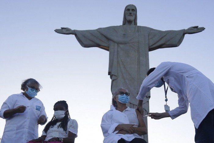 As primeiras cariocas a serem vacinada contra a covid 19 no estado aos pés do Cristo Redentor