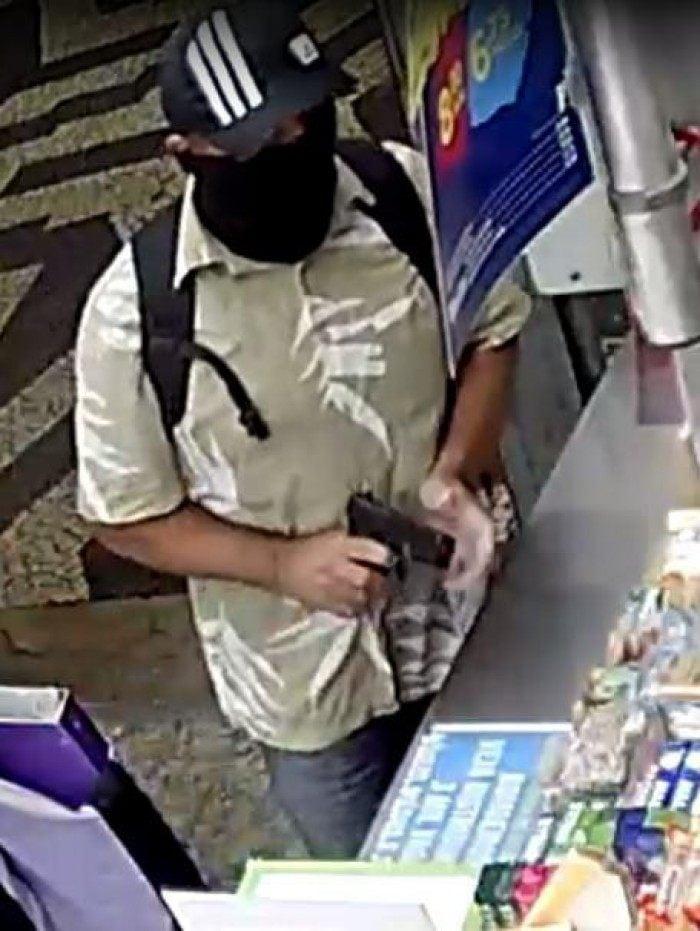 Criminoso responsável pela recente onda de assaltos a bancas de jornal em Niterói foi preso por policiais do 76ª DP (Niterói).