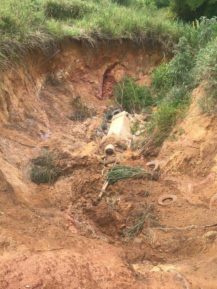 Obras emergenciais para contenção de encosta são realizadas na Morada da Colina