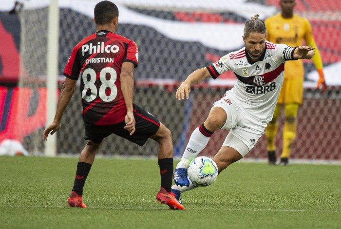 Com a efetivação de Willian Arão na defesa, Diego ganhou a vaga no meio e foi um dos mais lúcidos em campo contra o Furacão