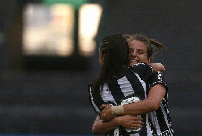 Chaiane e Vivian são duas das principais jogadoras do Botafogo
