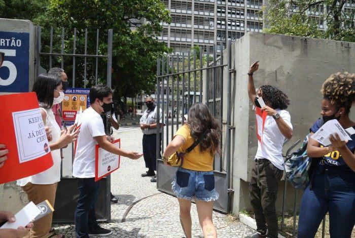 Estudantes chegando na UERJ para fazer o Exame Nacional do Ensino Médio (Enem), segundo dia de provas, neste domingo