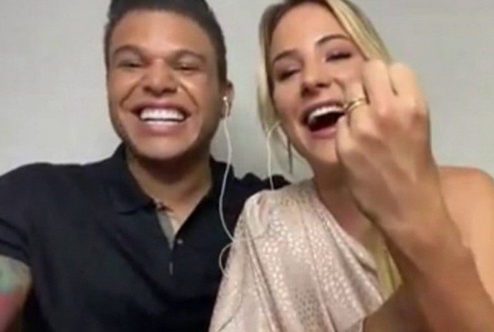Gabi Martins e Tierry mostram aliança no 'Encontro'