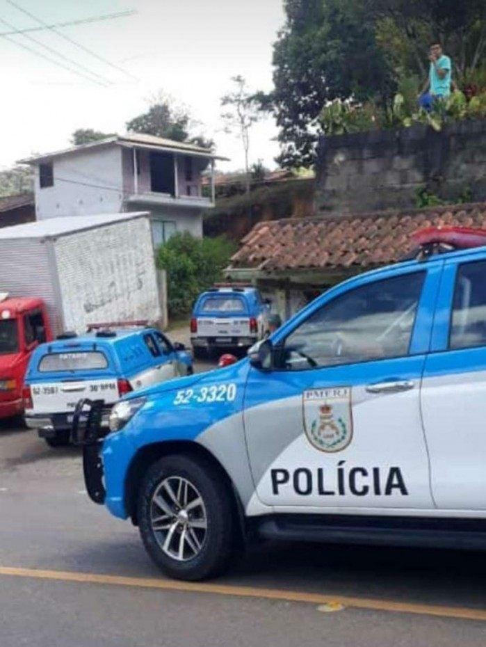 Tentativa de assalto à empresa de legumes termina com quatro criminosos mortos em Nova Friburgo