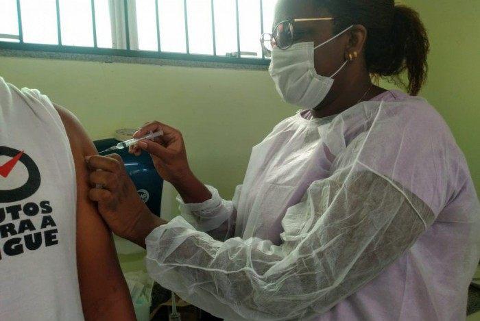 Número de vacinados contra a covid-19 no Brasil chega a 2,7 milhões