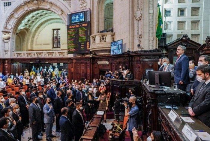 Alerj aprova PL que obrigará estabelecimentos a divulgarem os preços originais de produtos em oferta..