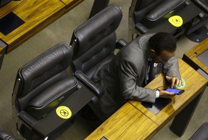 Assentos marcados no plenário durante sessão para eleição dos membros da mesa diretora da Câmara dos Deputados