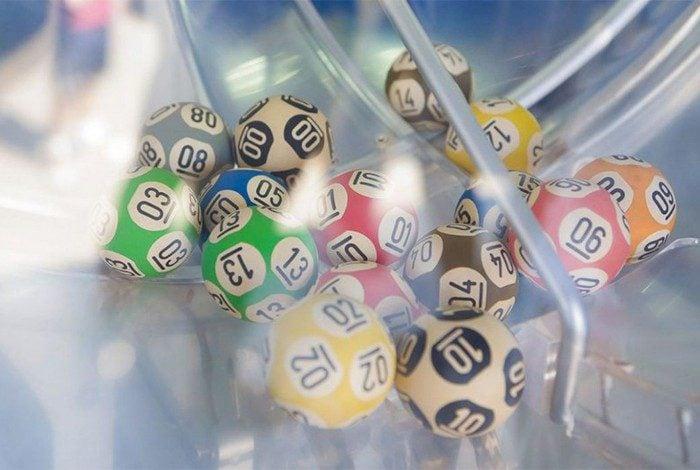 O valor de uma aposta simples na Mega-Sena, com seis dezenas, é de R$ 4,50