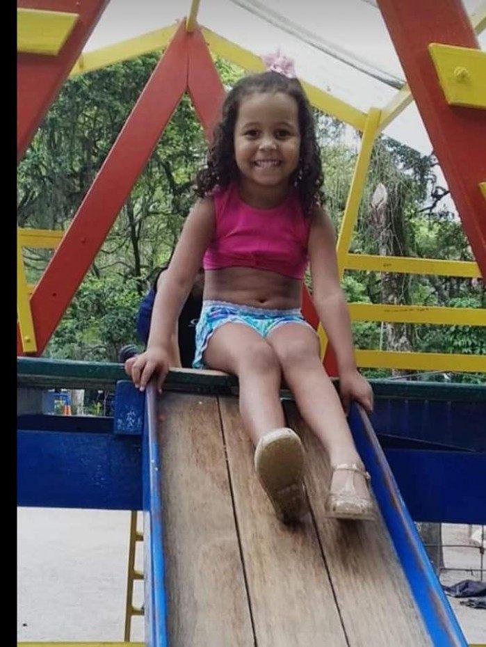 Foto de Ana Clara Gomes, 5 anos, vítima de bala perdida em Niterói