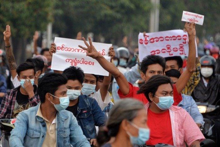 Crise no país já dura mais de 2 meses e a repressão contra os manifestantes pró-democracia já deixou ao menos 739 mortos.