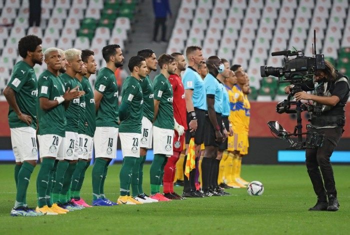 Players gather ahead of the FIFA Club World Cup semi-final football match between Brazil's Palmeiras and Mexico's UANL Tigres at the Ahmed bin Ali Stadium in the Qatari city of Ar-Rayyan on February 7, 2021. (Photo by Karim JAAFAR / AFP)