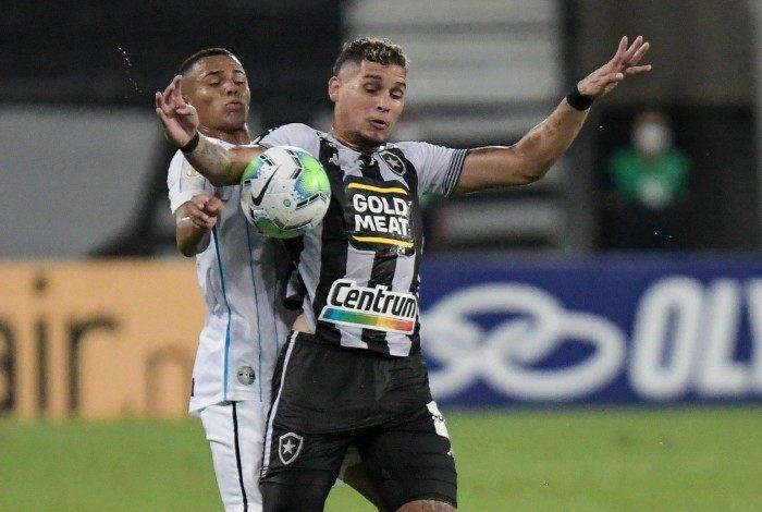 Jogador Rafael Navarro do Botafogo em partida contra o Grêmio