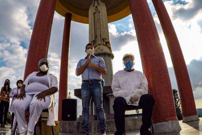 Vacinação de idosos também funcionará no sistema drive-thru em Petrópolis