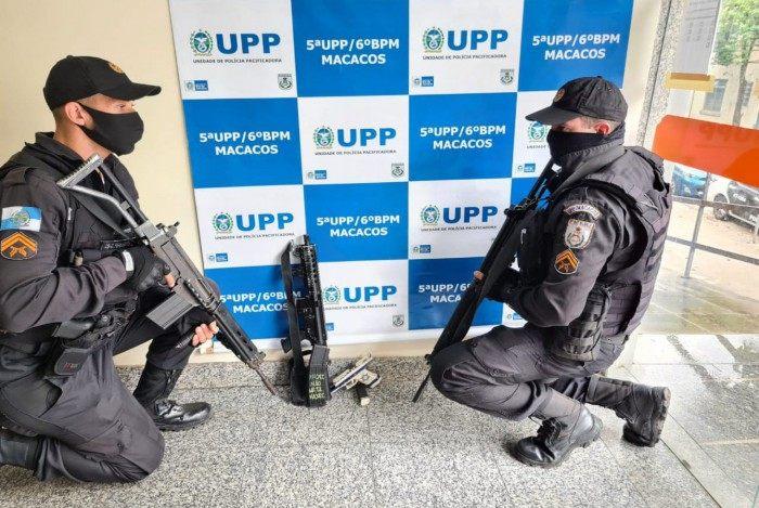 Agentes apreenderam um fuzil na ação