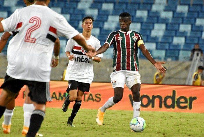 Um dos destaques do sub-17 do Fluminense, Metinho não fez bom jogo contra o São Paulo