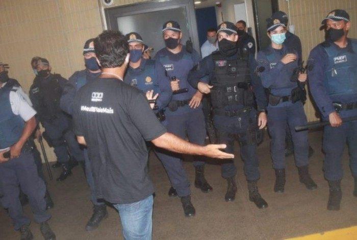 Manifestante do ato desta quarta-feira (10), em Brasília, contra a reestruturação do Banco do Brasil