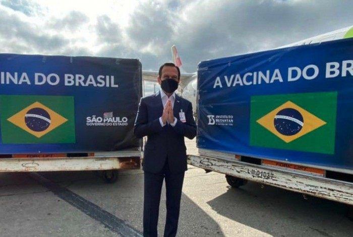 Governador de São Paulo, João Doria, recebe mais um carregamento de doses de vacina contra a covid-19