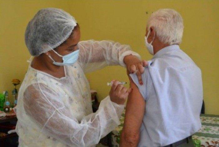 Primeiro vacinado é de Bulhões