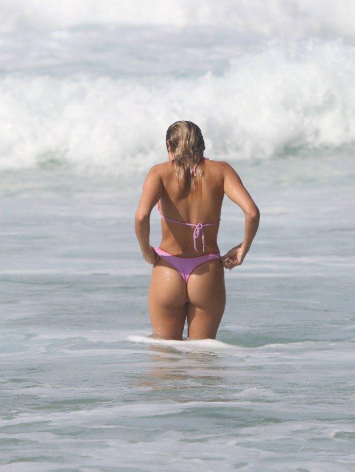 Isabella Santoni curte dia de sol na Praia da Joatinga, na Zona Oeste do Rio