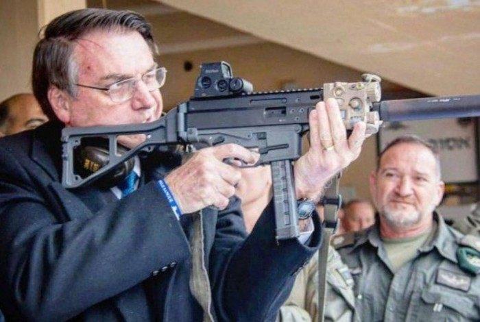 Presidente Jair Bolsonaro publicou 4 decretos que flexibilizam a compra de armas