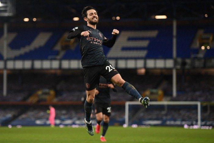 Português Bernardo Silva comemora seu gol na vitória do Manchester City
