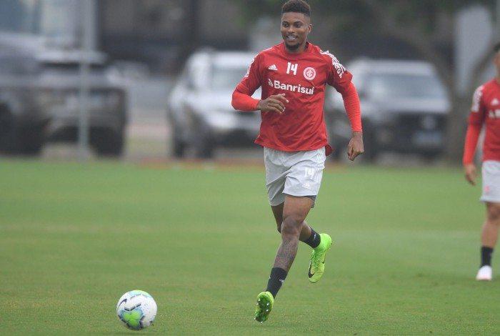 Lucas Ribeiro recebeu dicas do técnico e ex-zagueiro Abel Braga para a 'decisão' contra o Flamengo