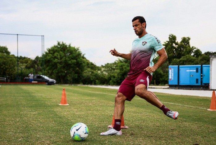 Fred voltou a treinar com bola no Fluminense