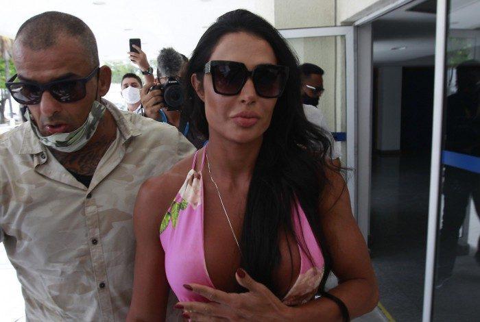 Gracyanne Barbosa chega à Cidade de Polícia
