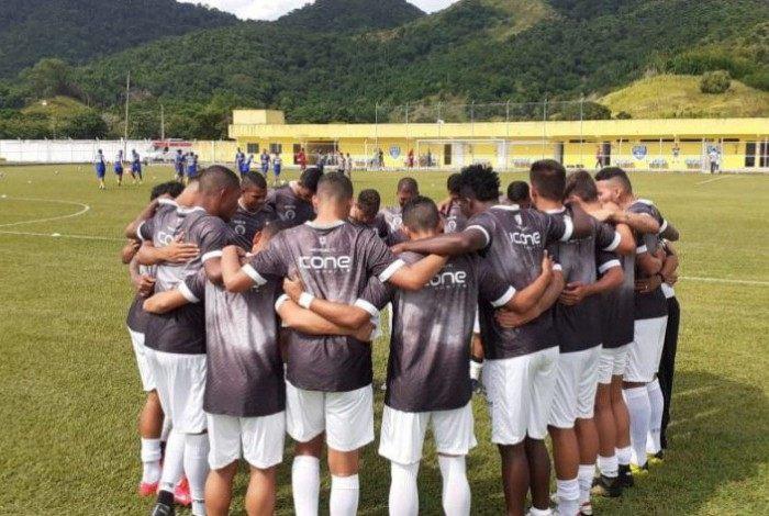 Mesmo no Carnaval, o elenco do Alvinegro treinou normalmente e chegou a fazer um jogo-treino contra o Estrela do Norte/ES.