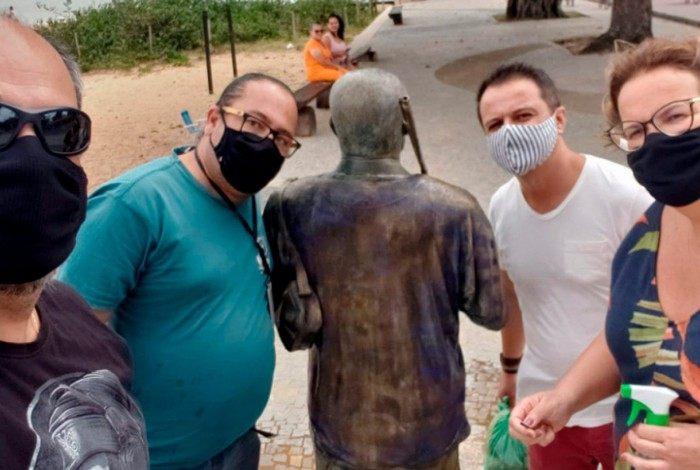 Servidores do Turismo limparam monumento alvo de vandalismo