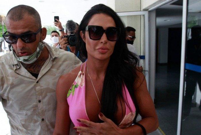 Gracyanne Barbosa chega à Cidade da Polícia
