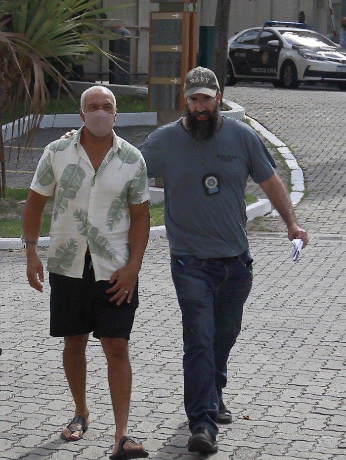 Cantor Belo chegando preso na Cidade da Polícia