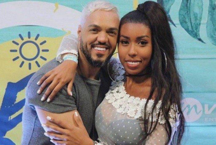 Belo e a irmã de Gracyanne Barbosa, a influenciadora Giovanna Jacobina