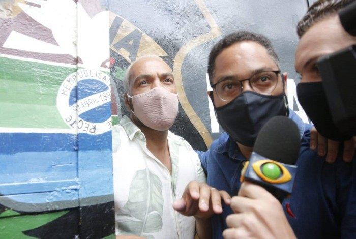 Cantor Belo deixa presídio