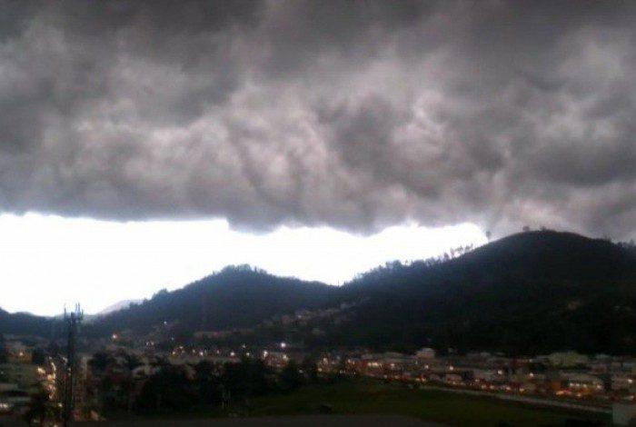 Forte chuva atingiu o município no final da tarde desta quarta-feira