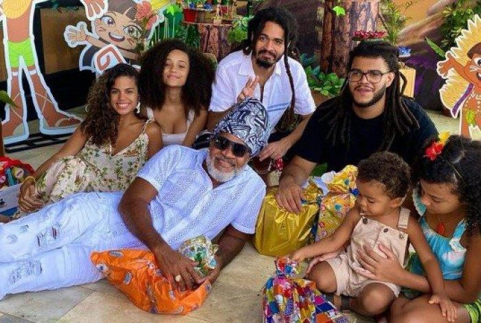 Carlinhos Brown e os filhos