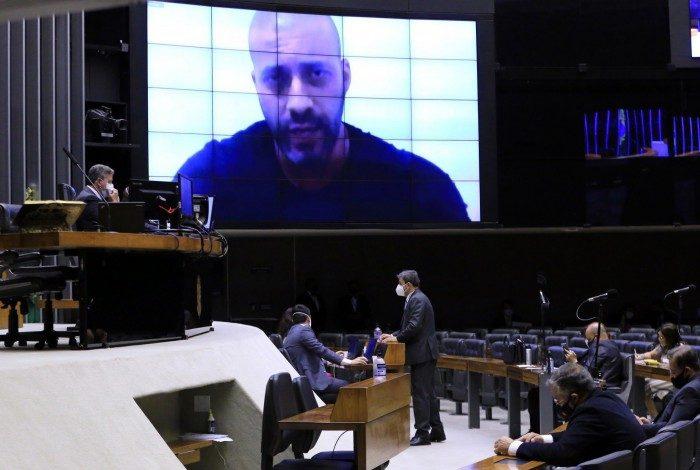 Votação pela manutenção da prisão de Daniel Silveira, no plenário da Câmara, teve a participação de 497 parlamentares de forma presencial e remota