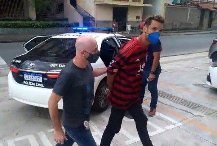 O acusado tem várias passagens pela polícia por diversos crimes.