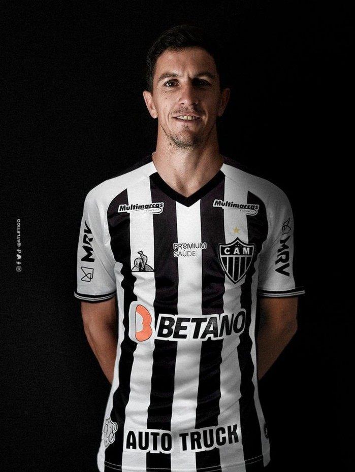 Aguardado em Belo Horizonte neste domingo, Nacho Fernández assinou contrato por três anos