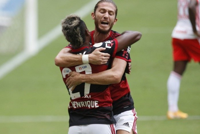 Flamengo bateu o Inter por 2 a 1 no Maracanã