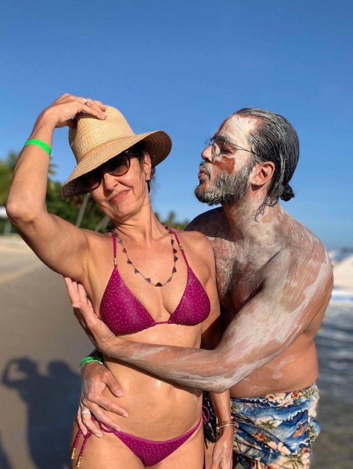 Fátima Bernardes e Túlio Gadelha se divertem na Praia dos Carneiros, em Pernambuco