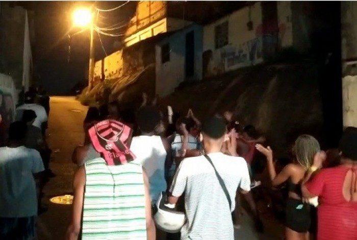Moradores realizam protesto e pedem 'Justiça por Ray' na comunidade do Fubá, no Campinho Zona Norte do Rio