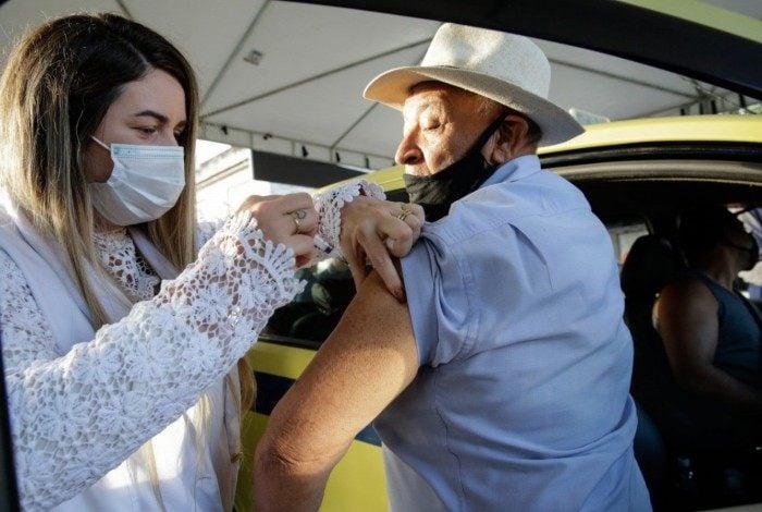 Vacinação contra coronavírus em Duque de Caxias