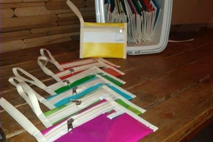 Os materiais são reciclados e viram matéria-prima para a confecção e venda de utensílios ecológicos