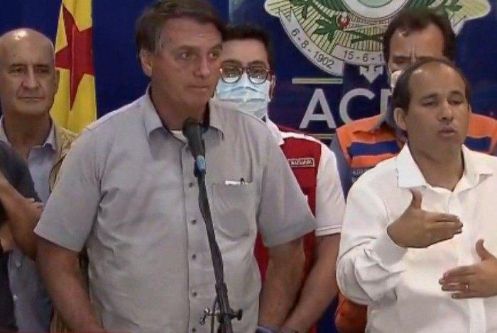 Bolsonaro esteve presente no Acre e abandonou a entrevista ao ser perguntado sobre decisão judicial que beneficia seu filho