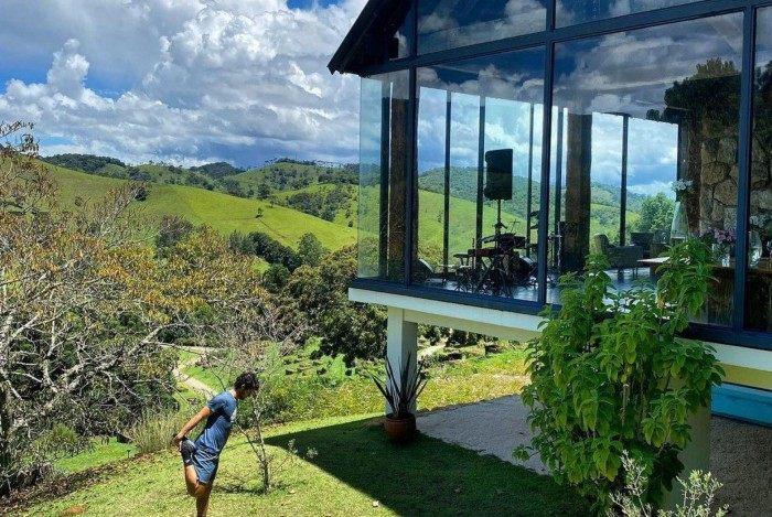 Alexandre Pato mostra casa de luxo