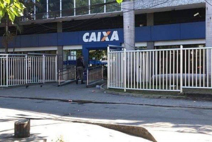 Homem foi preso pela PF após manter a gerente do banco refém em agência da Caixa, em São Gonçalo