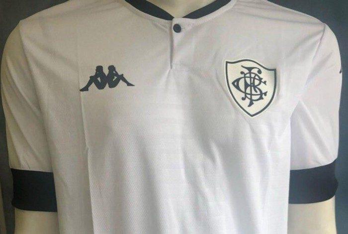 Camisa branca do Botafogo é vazada