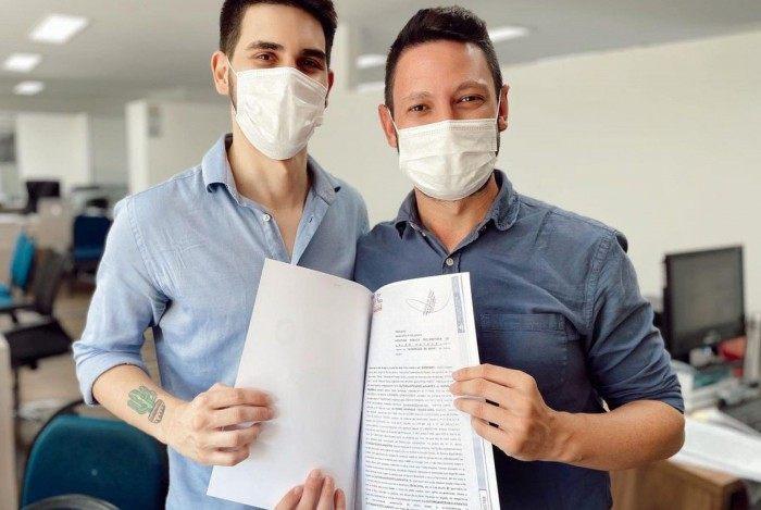 Edivaldo Dondossola e Pedro Dias se casaram na terça-feira